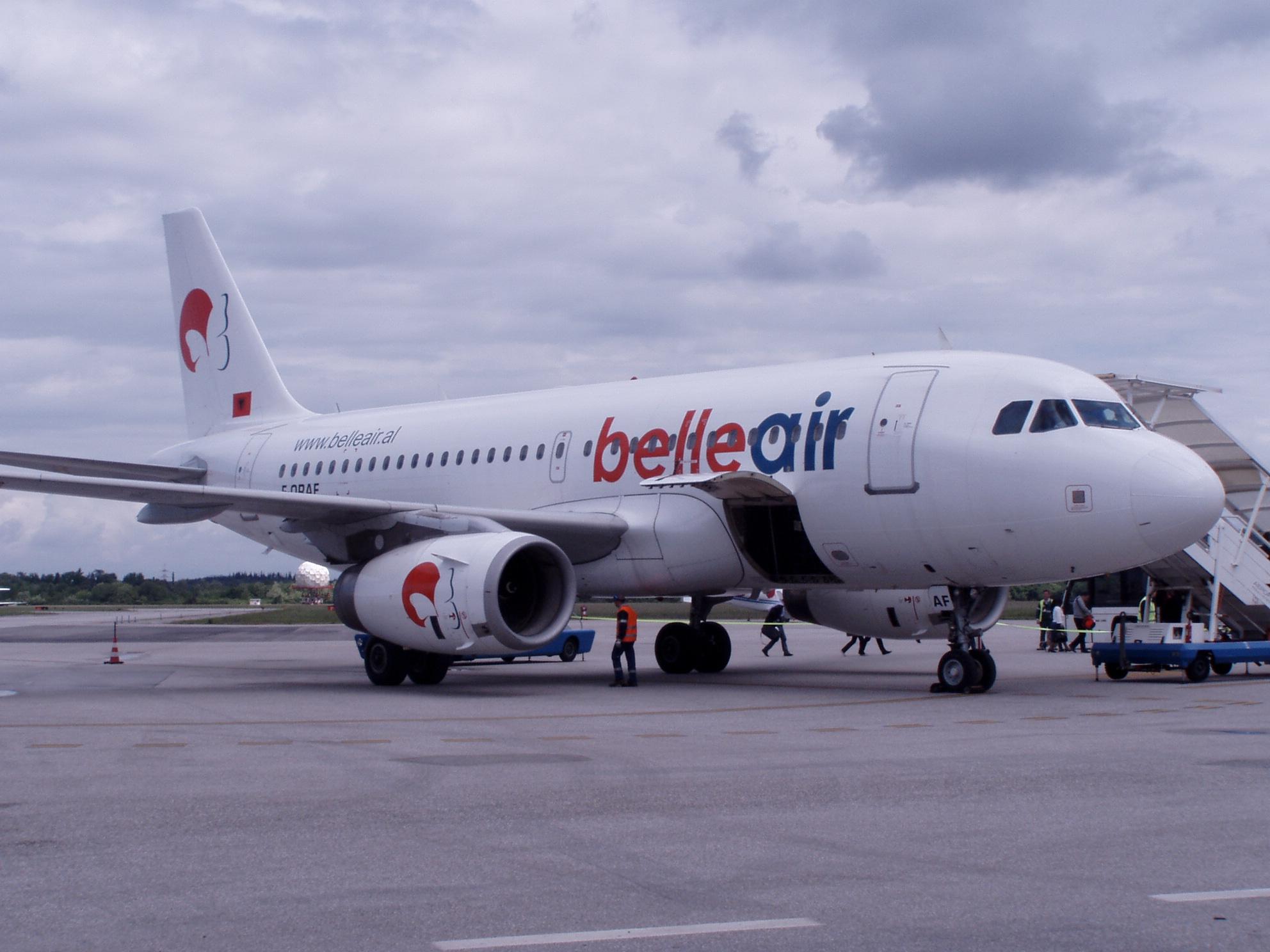 """""""Belle Air"""" kritikohet nga pasagjerët për vonesa"""